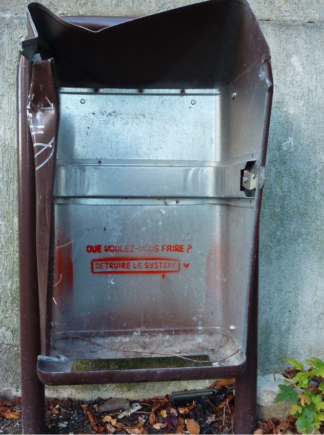Pochoir sur poubelle